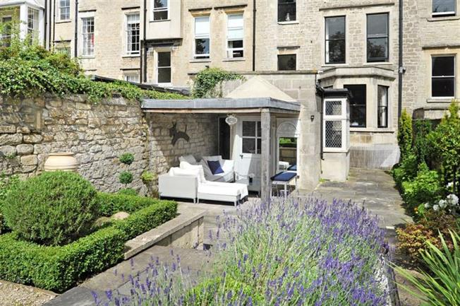 Guide Price £1,650,000, 5 Bedroom Terraced House For Sale in Bath, BA1