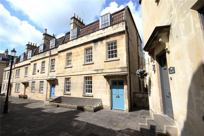 Guide Price £325,000, 3 Bedroom Flat For Sale in Bath, BA1