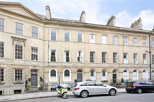 Guide Price £485,000, 2 Bedroom Flat For Sale in Bath, BA2