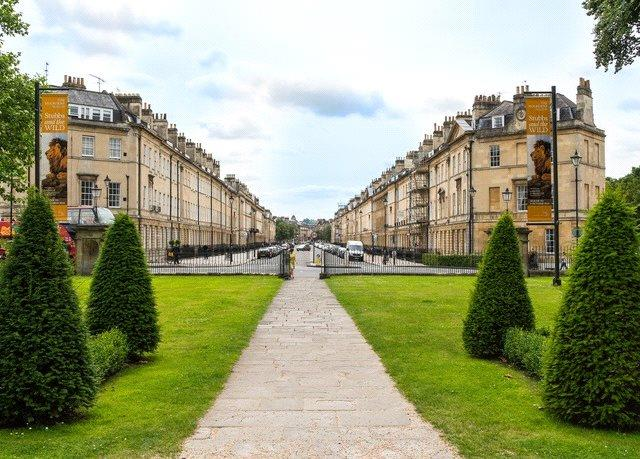 Offers in excess of £650,000, 3 Bedroom Flat For Sale in Bath, BA2