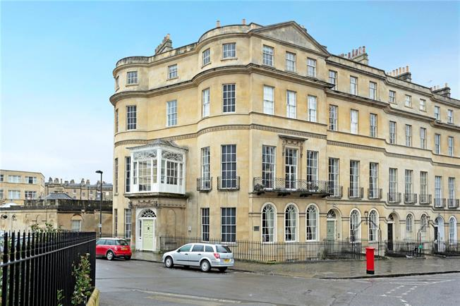 Guide Price £660,000, 2 Bedroom Flat For Sale in Bath, BA2
