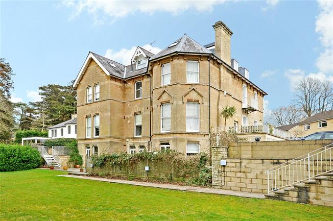 Offers in excess of £500,000, 3 Bedroom Flat For Sale in Bath, BA1
