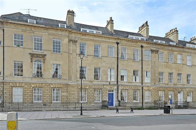 Guide Price £575,000, 2 Bedroom Flat For Sale in Bath, BA2