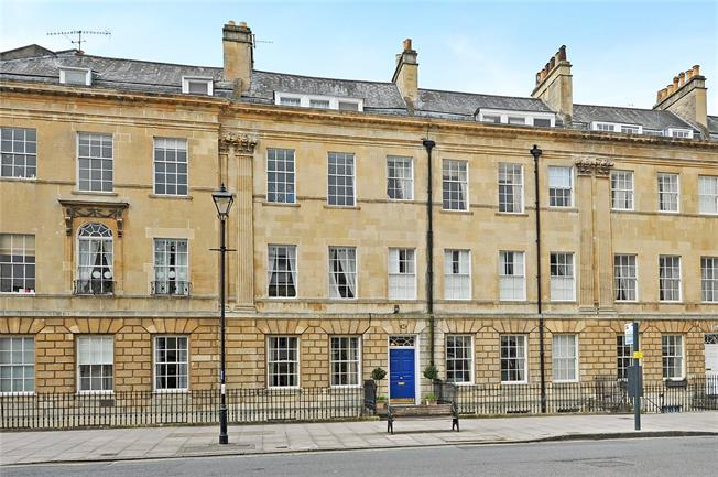 Guide Price £525,000, 2 Bedroom Flat For Sale in Bath, BA2