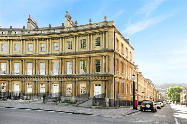 Guide Price £1,100,000, 3 Bedroom Flat For Sale in Bath, BA1