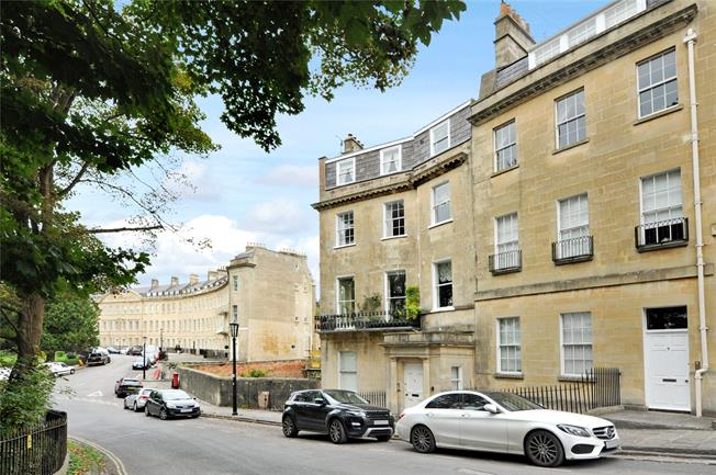 Guide Price £725,000, 2 Bedroom Flat For Sale in Bath, BA1