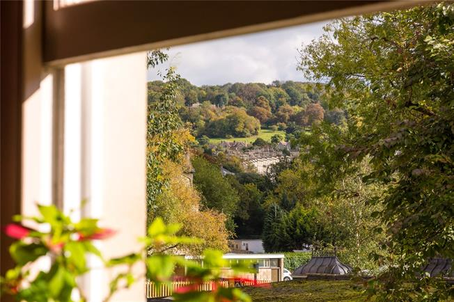 Guide Price £1,345,000, 4 Bedroom Maisonette For Sale in Bath, BA2
