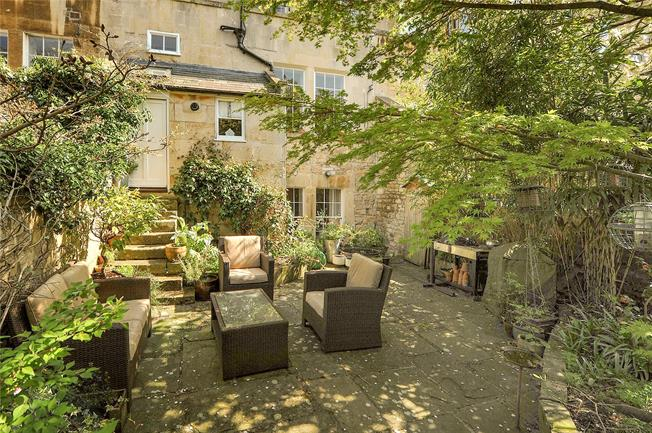 Guide Price £950,000, 2 Bedroom Flat For Sale in Bath, BA1