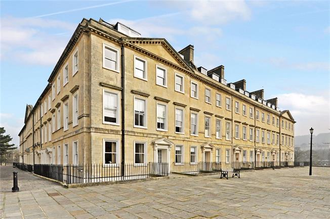 Guide Price £325,000, 2 Bedroom Flat For Sale in Bath, BA2