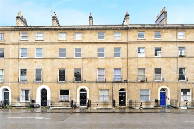 Offers in excess of £240,000, 1 Bedroom Flat For Sale in Bath, BA2