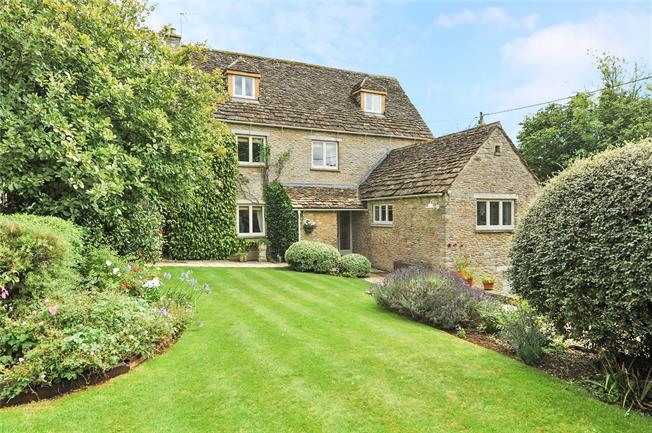 Guide Price £850,000, 4 Bedroom Detached House For Sale in Yatton Keynell, SN14