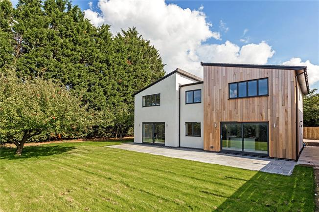 Guide Price £850,000, 5 Bedroom Detached House For Sale in Shaw, SN12