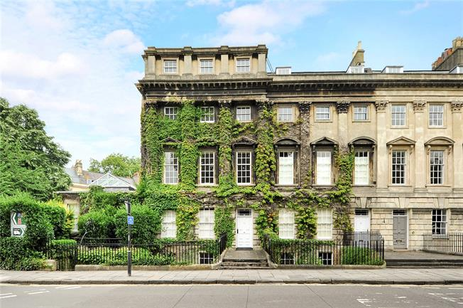 Guide Price £695,000, 3 Bedroom Flat For Sale in Bath, BA1