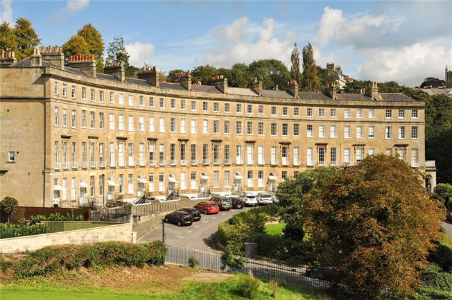 Guide Price £965,000, 4 Bedroom Maisonette For Sale in Bath, BA1