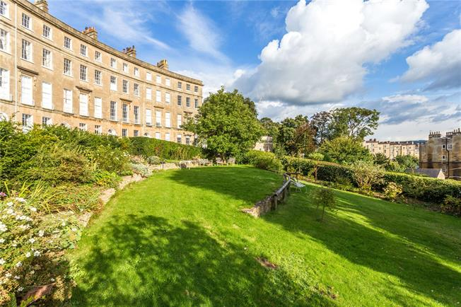 Guide Price £585,000, 2 Bedroom Flat For Sale in Bath, BA1