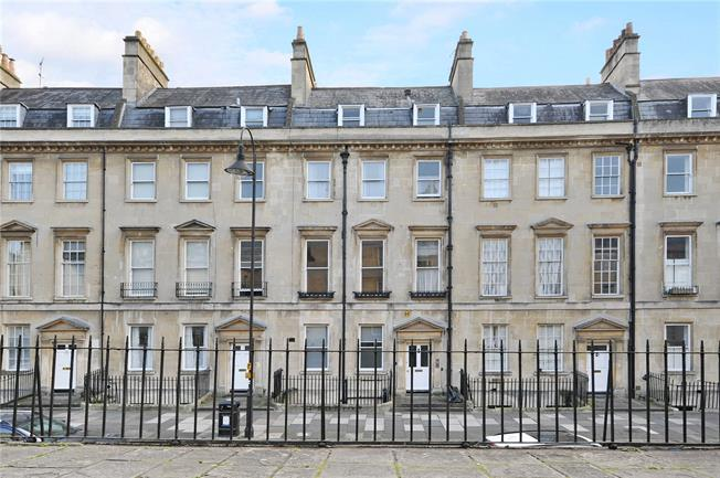 Guide Price £230,000, 1 Bedroom Flat For Sale in Bath, BA1