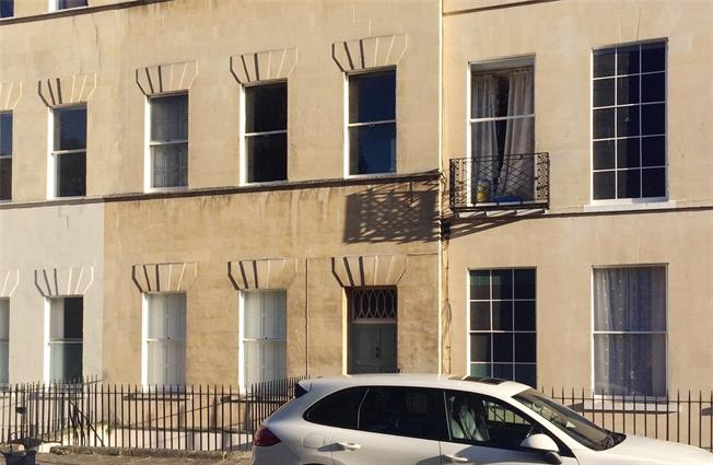 Guide Price £595,000, 3 Bedroom Flat For Sale in Bath, BA1