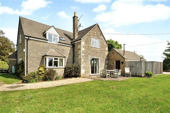 Guide Price £750,000, 4 Bedroom Detached House For Sale in Yatton Keynell, SN14