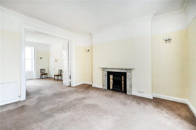 Guide Price £285,000, 1 Bedroom Flat For Sale in Bath, BA1