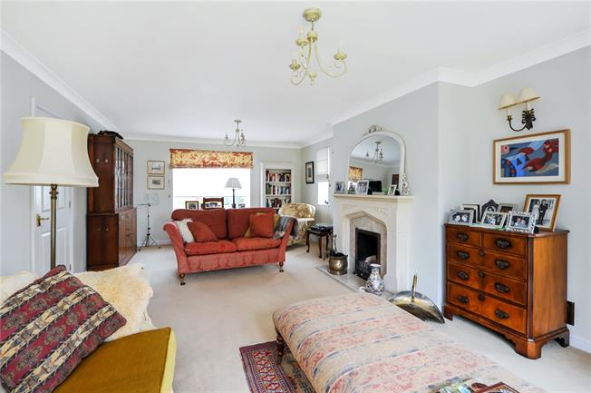Guide Price £795,000, 5 Bedroom Detached House For Sale in Gloucestershire, SN14