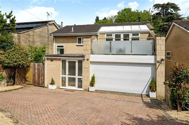 Guide Price £625,000, 4 Bedroom Detached House For Sale in Bath, BA1