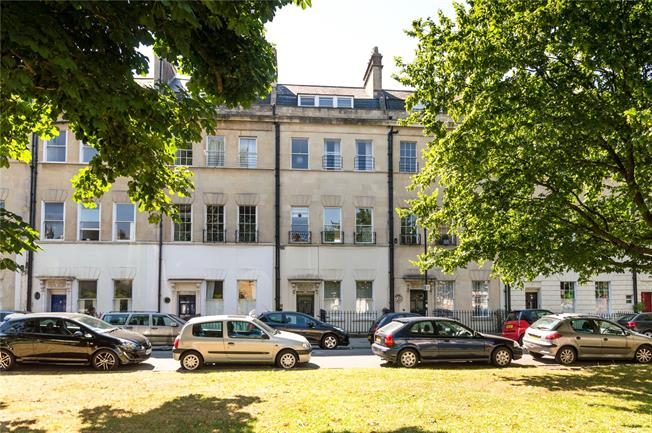 Guide Price £275,000, 1 Bedroom Flat For Sale in Bath, BA1