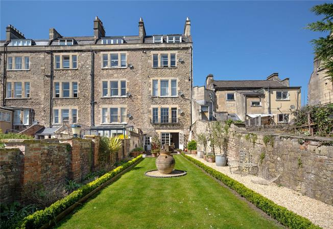 Guide Price £600,000, 2 Bedroom Flat For Sale in Bath, BA1