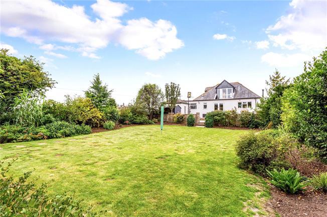 Guide Price £475,000, 4 Bedroom Detached House For Sale in Gloucestershire, SN14