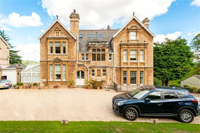 Guide Price £400,000, 2 Bedroom Flat For Sale in Bathampton, BA2