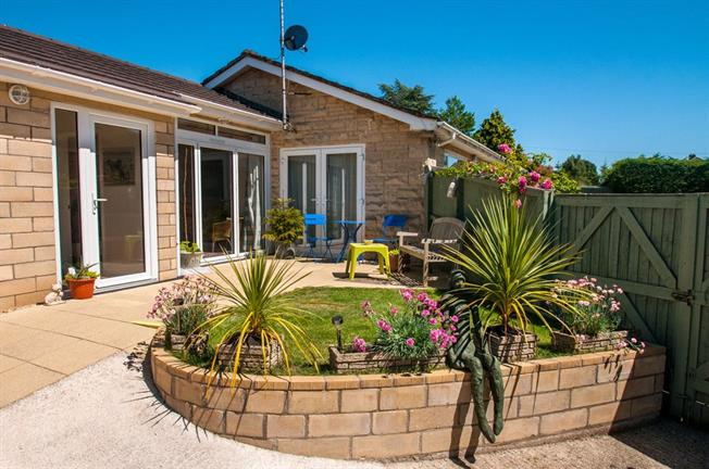 Guide Price £500,000, 3 Bedroom Bungalow For Sale in Bath, BA1