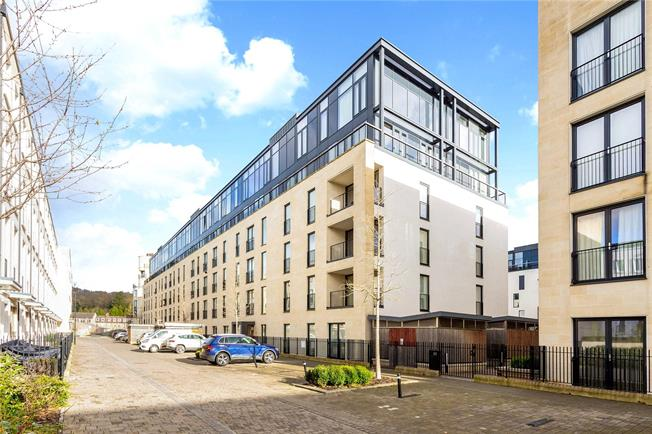Guide Price £345,000, 2 Bedroom Flat For Sale in Bath, BA2