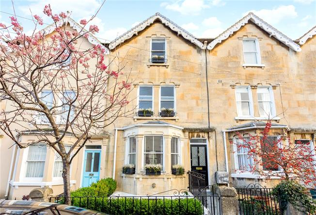 Guide Price £750,000, 4 Bedroom Terraced House For Sale in Bath, BA1