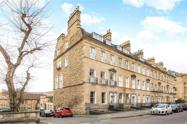 Guide Price £950,000, 3 Bedroom Flat For Sale in Bath, BA2