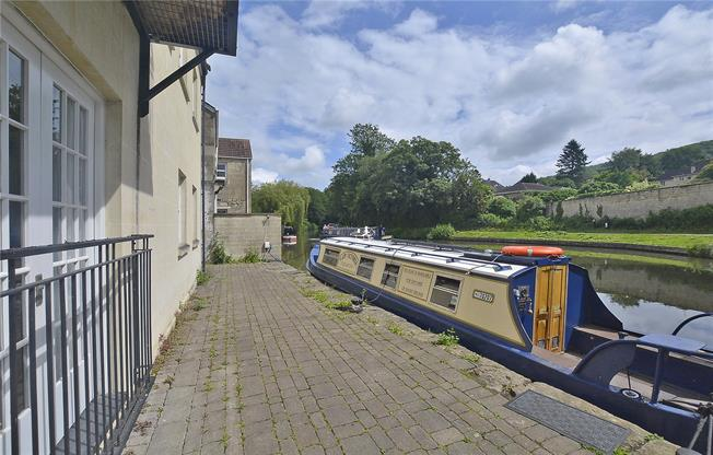 Guide Price £450,000, 2 Bedroom Flat For Sale in Bath, BA2