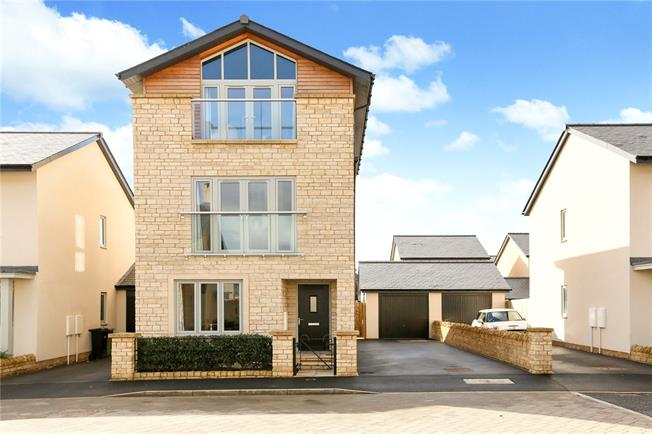 Guide Price £700,000, 4 Bedroom Detached House For Sale in Bath, BA1