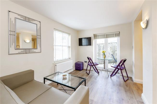 Guide Price £290,000, 2 Bedroom Flat For Sale in Bath, BA1