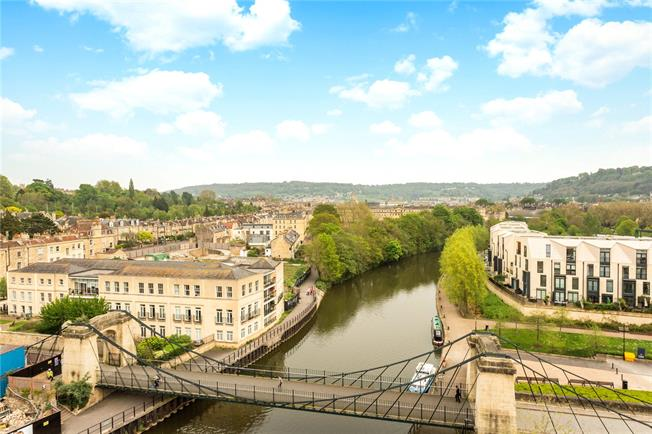 Guide Price £800,000, 2 Bedroom Flat For Sale in Bath, BA2