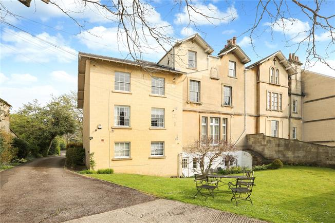 Guide Price £475,000, 2 Bedroom Flat For Sale in Bath, BA1