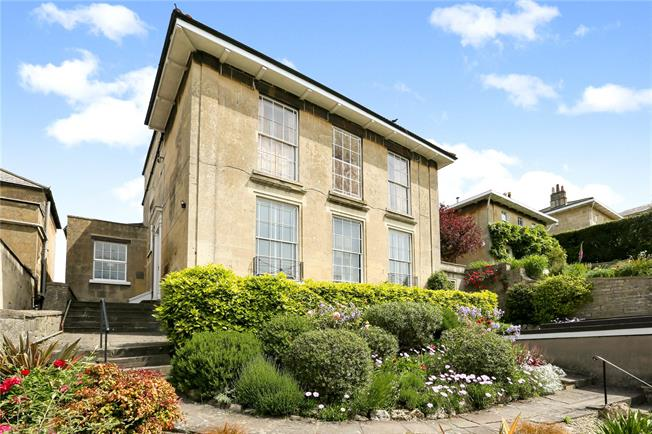 Guide Price £600,000, 2 Bedroom Flat For Sale in Bath, BA2