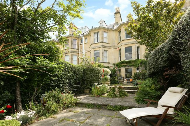 Guide Price £1,150,000, 4 Bedroom Terraced House For Sale in Bath, BA2