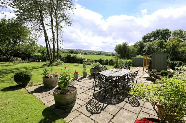 Guide Price £900,000, 4 Bedroom Detached House For Sale in Bristol, Gloucestershire, BS30