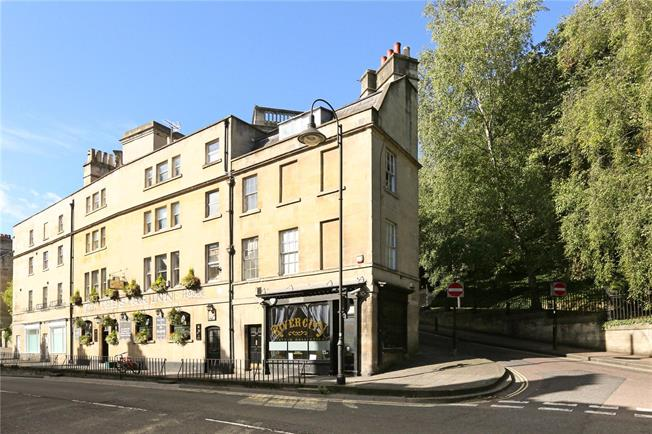 Guide Price £325,000, 2 Bedroom Flat For Sale in Bath, BA1