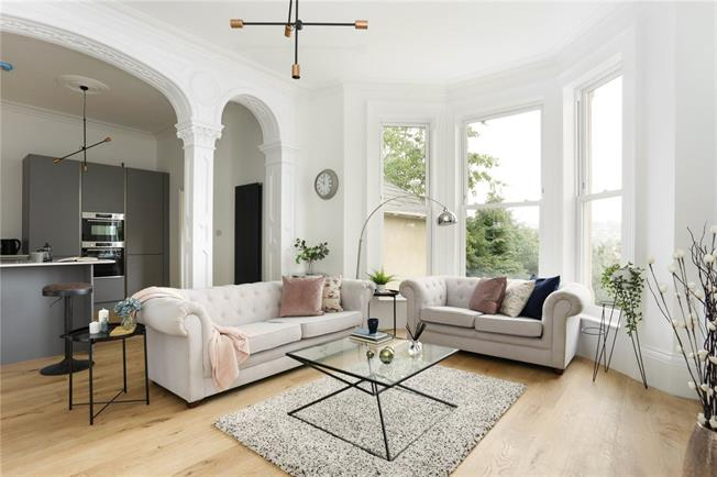 Guide Price £500,000, 1 Bedroom Flat For Sale in Bath, BA2