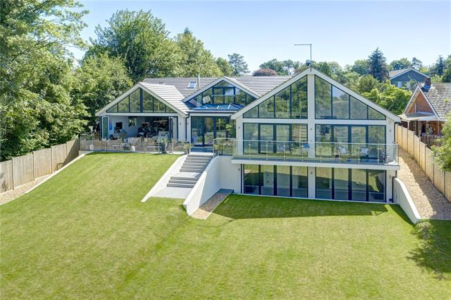 Asking Price £2,250,000, 5 Bedroom Detached House For Sale in Buckinghamshire, HP16