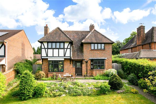 Guide Price £1,195,000, 4 Bedroom Detached House For Sale in Beaconsfield, HP9
