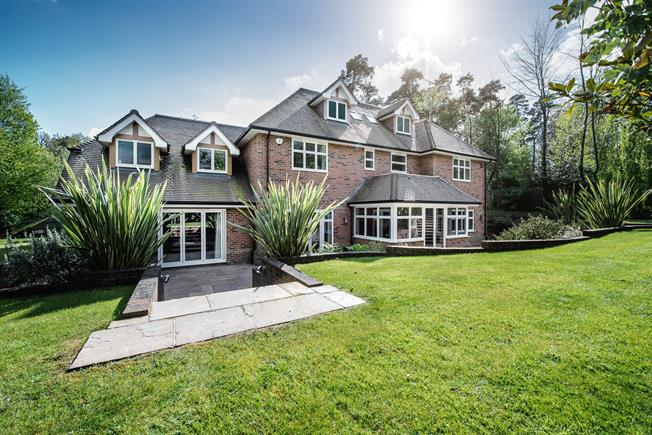 Guide Price £2,395,000, 6 Bedroom Detached House For Sale in Beaconsfield, Buckinghams, HP9