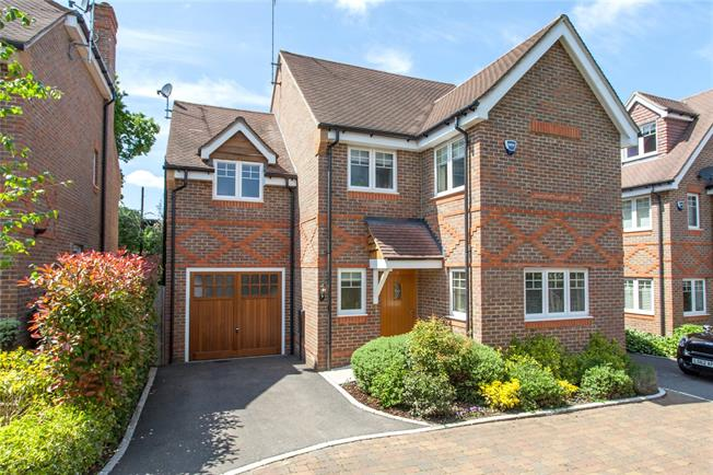 Guide Price £875,000, 4 Bedroom Detached House For Sale in Buckinghamshire, HP9