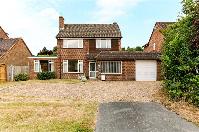 Guide Price £945,000, 4 Bedroom Detached House For Sale in Beaconsfield, HP9