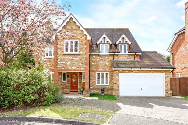 Guide Price £995,000, 5 Bedroom Detached House For Sale in Farnham Royal, SL2