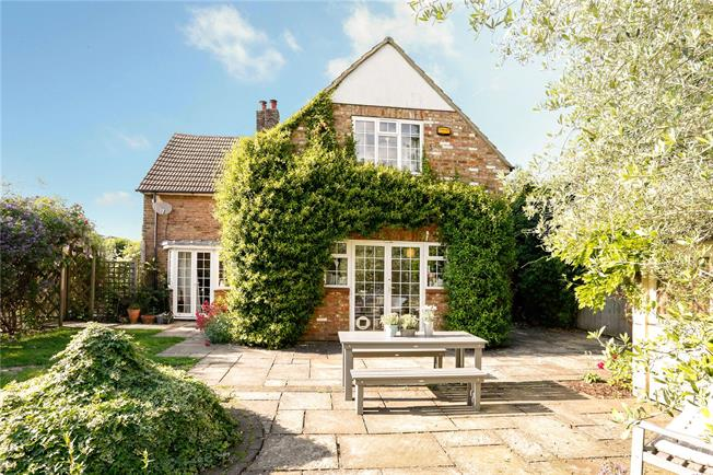 Guide Price £749,950, 4 Bedroom Semi Detached House For Sale in Beaconsfield, HP9